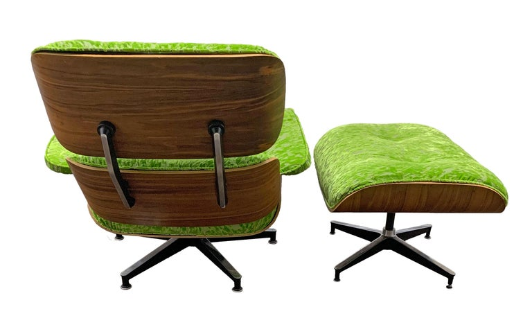 Late 20th Century Mid-Century Modern Lounge Chair and Ottoman in Style of Charles and Ray Eames For Sale
