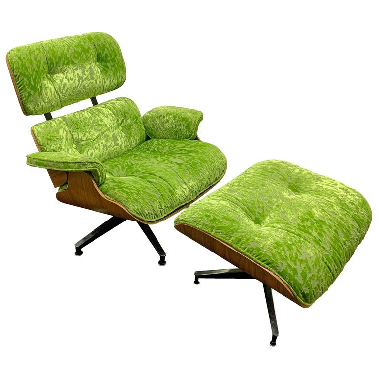 Mid-Century Modern Lounge Chair and Ottoman in Style of Charles and Ray Eames For Sale