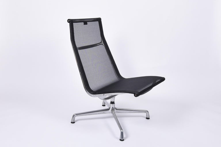 Mid-Century Modern lounge chair ea 115, designed in 1958 by Charles and Ray Eames. Produced by Vitra. Aluminium base and black net seat.