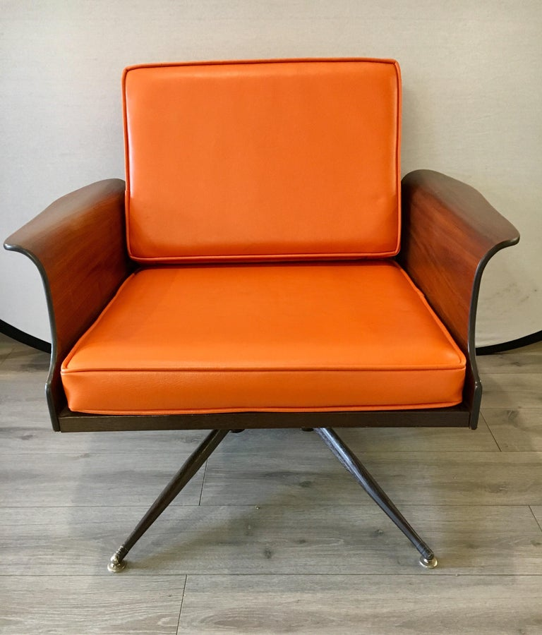Mid-Century Modern Lounge Chair  In Good Condition For Sale In West Hartford, CT