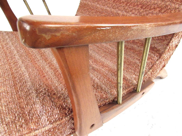 Mid-Century Modern Lounge Chair with Ottoman For Sale 6