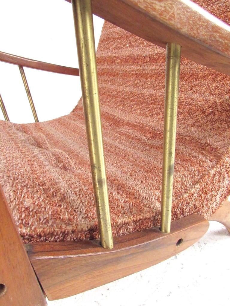 Mid-Century Modern Lounge Chair with Ottoman For Sale 7