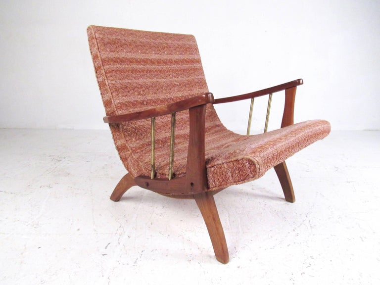 Mid-Century Modern Lounge Chair with Ottoman In Good Condition For Sale In Brooklyn, NY