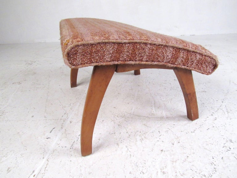 Mid-Century Modern Lounge Chair with Ottoman For Sale 3
