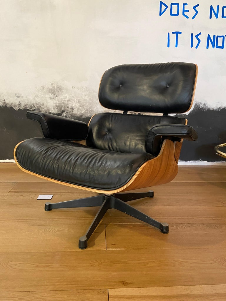 Mid-Century Modern Lounge Chair with Ottoman in the Style of Charles Eames 1970s In Good Condition For Sale In Prato, IT