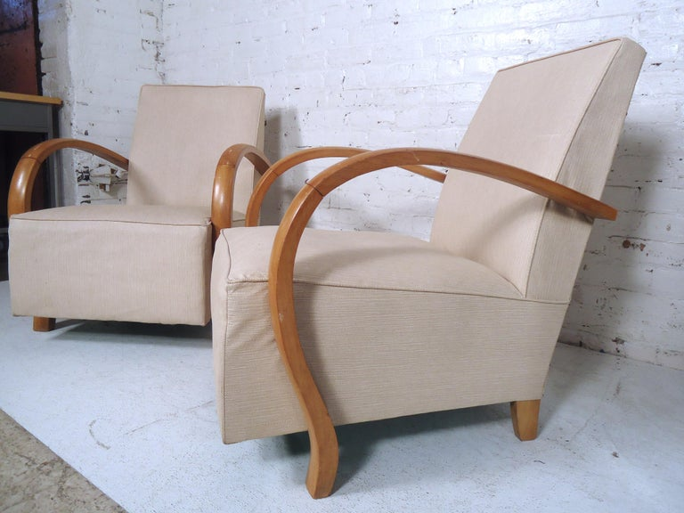 Mid-Century Modern Lounge Chairs For Sale 1