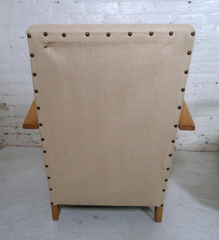 Mid-Century Modern Lounge Chairs For Sale 4