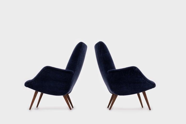 Italian Mid-Century Modern Lounge Chairs in Mohair Velvet by Carlo de Carli for Cassina For Sale