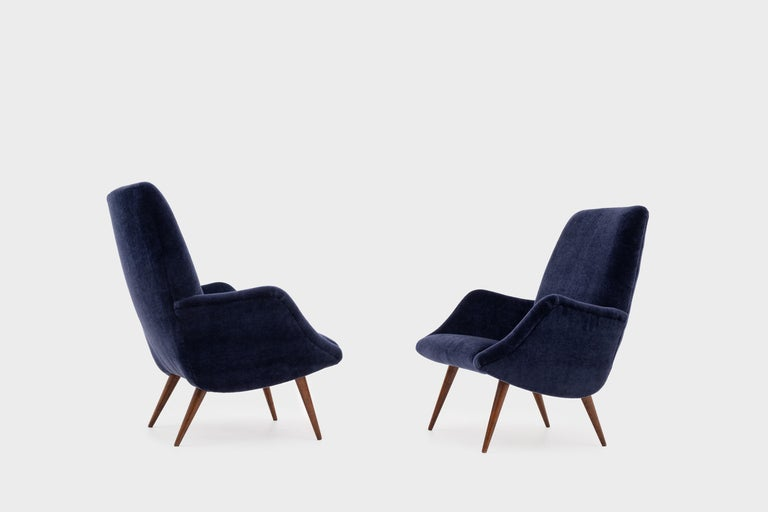 Mid-Century Modern Lounge Chairs in Mohair Velvet by Carlo de Carli for Cassina In Excellent Condition For Sale In Rotterdam, NL