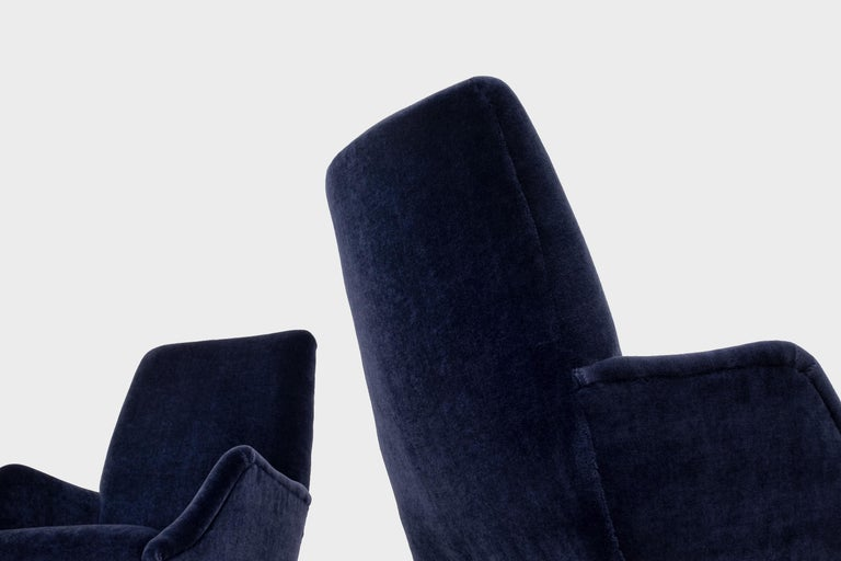 Mid-20th Century Mid-Century Modern Lounge Chairs in Mohair Velvet by Carlo de Carli for Cassina For Sale