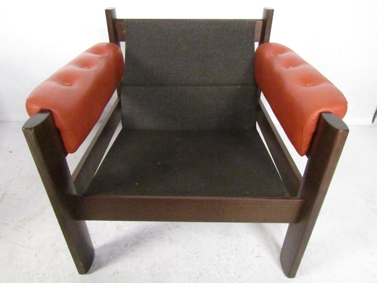 Mid-Century Modern Lounge Chairs with Tufted Upholstery, a Pair For Sale 5
