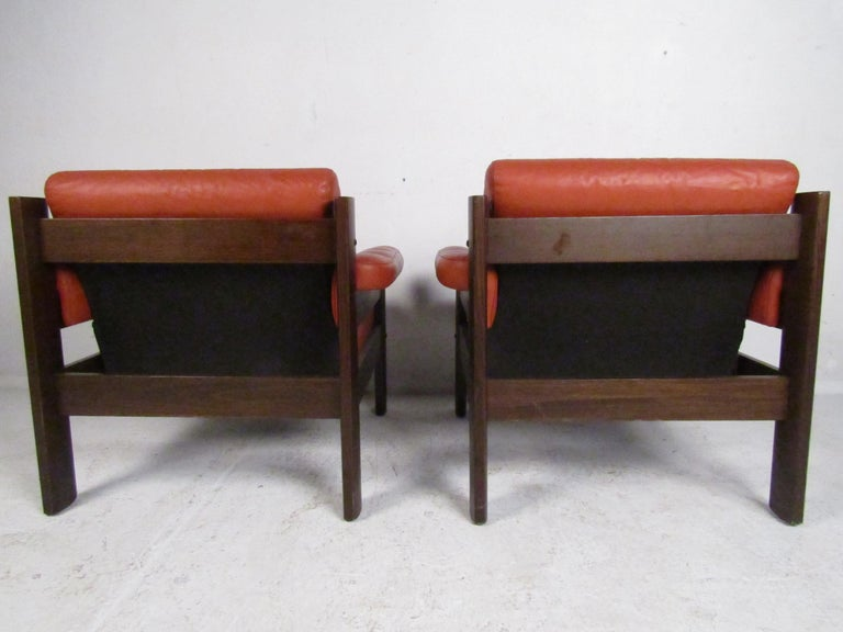Wood Mid-Century Modern Lounge Chairs with Tufted Upholstery, a Pair For Sale