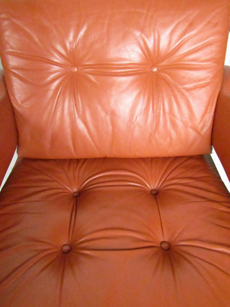 Mid-Century Modern Lounge Chairs with Tufted Upholstery, a Pair For Sale 1