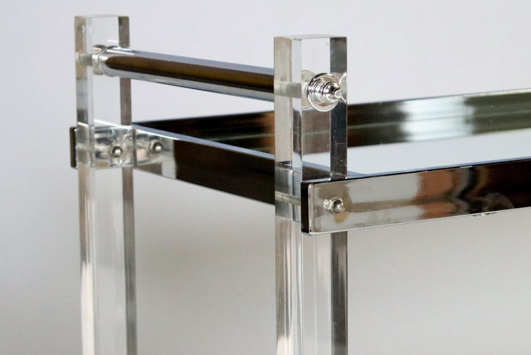 Mid-Century Modern Lucite and Chrome Bar Cart For Sale 1
