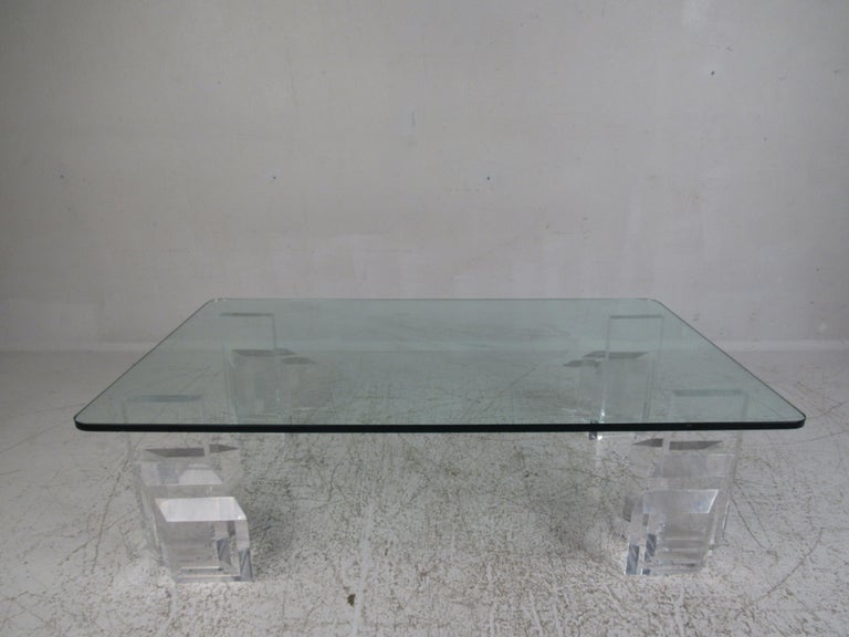 Mid-Century Modern Lucite and Glass Coffee Table In Good Condition For Sale In Brooklyn, NY