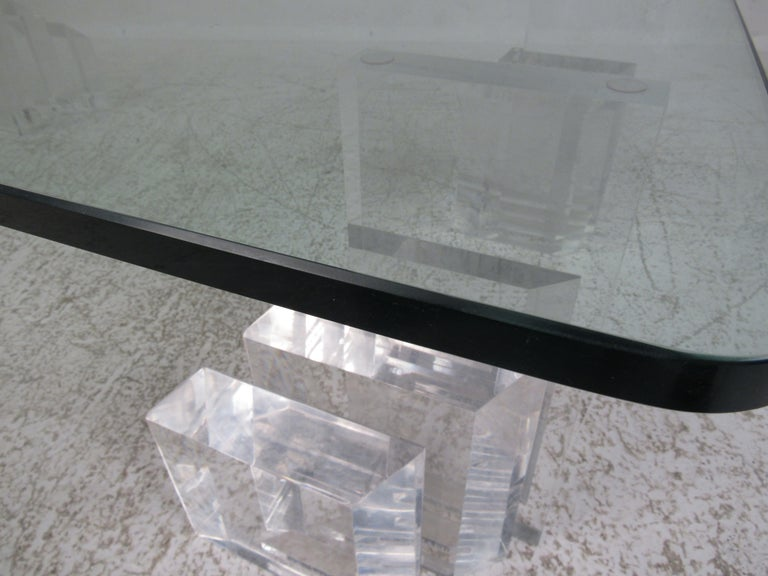 Mid-Century Modern Lucite and Glass Coffee Table For Sale 2