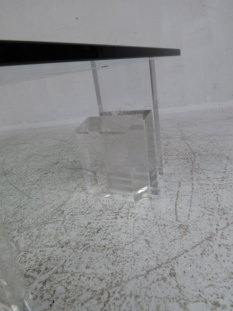 Mid-Century Modern Lucite and Glass Coffee Table For Sale 3