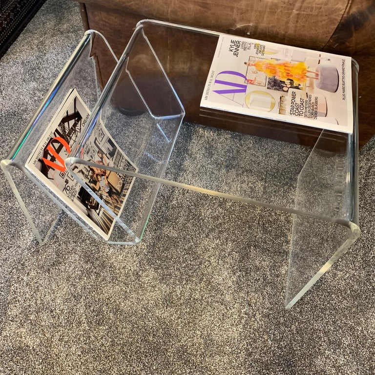 Mid-Century Modern Lucite Magazine Rack Table For Sale 4