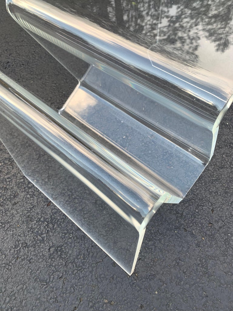 Mid-Century Modern Lucite Magazine Rack Table For Sale 6