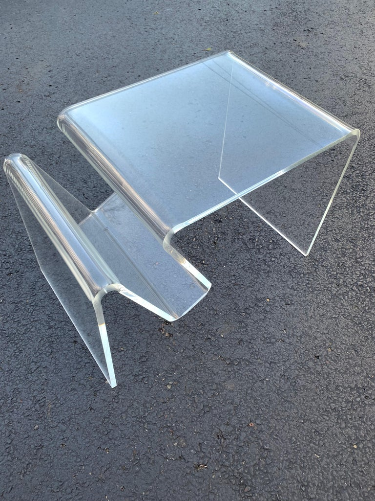 Mid-Century Modern Lucite Magazine Rack Table For Sale 9