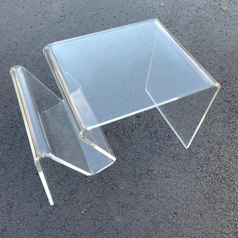 Mid-Century Modern Lucite Magazine Rack Table For Sale 10