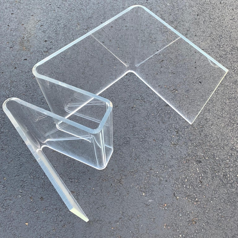 Mid-Century Modern Lucite Magazine Rack Table For Sale 13