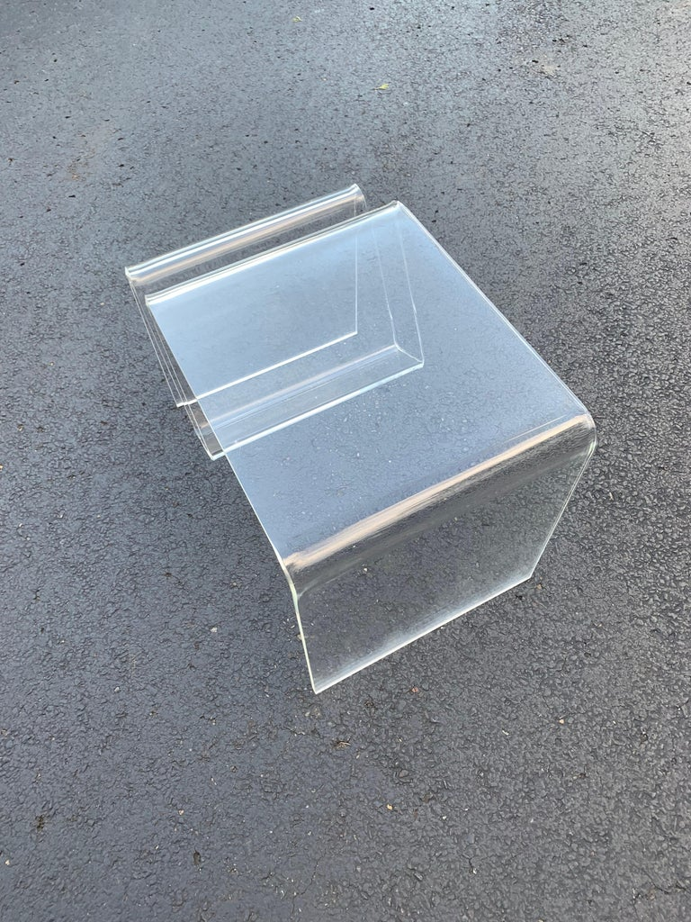 Mid-Century Modern Lucite Magazine Rack Table For Sale 14