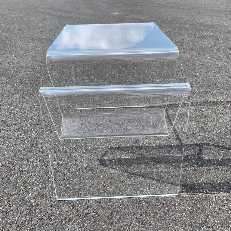 Mid-Century Modern Lucite Magazine Rack Table In Good Condition For Sale In Haddonfield, NJ