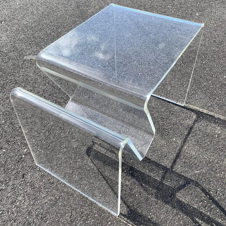 Mid-Century Modern Lucite Magazine Rack Table For Sale 1