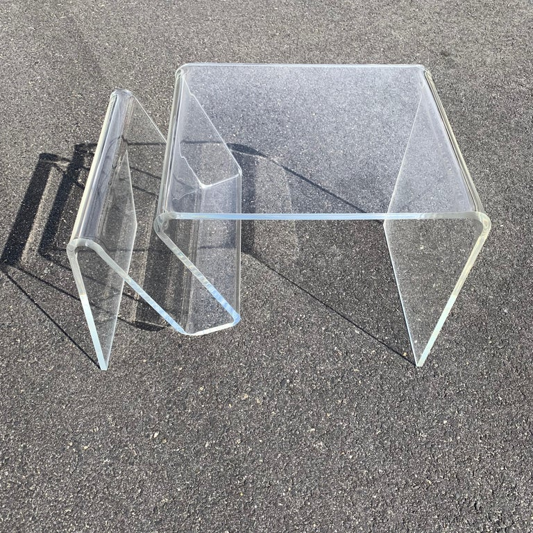 Mid-Century Modern Lucite Magazine Rack Table For Sale 2
