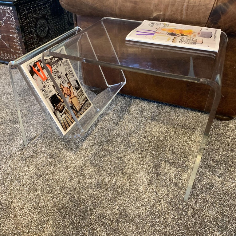 Mid-Century Modern Lucite Magazine Rack Table For Sale 3