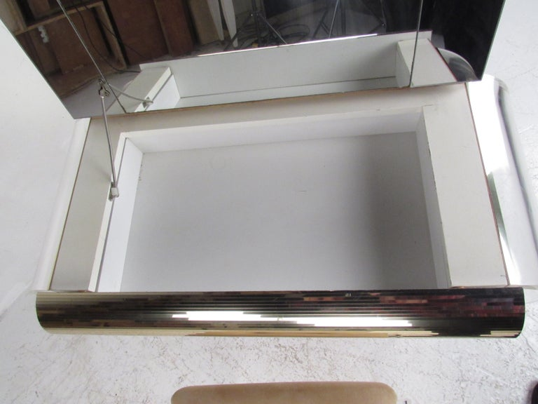 Mid-Century Modern Lucite Vanity with a Mirrored Top by Hill Manufacturing For Sale 2