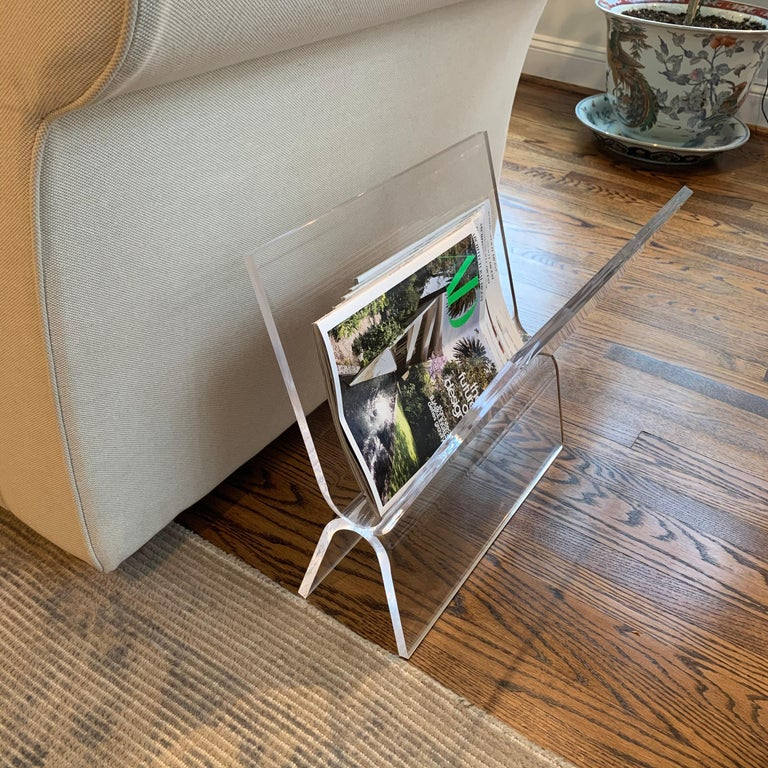 Mid-Century Modern Magazine Rack in Thick Lucite For Sale 1