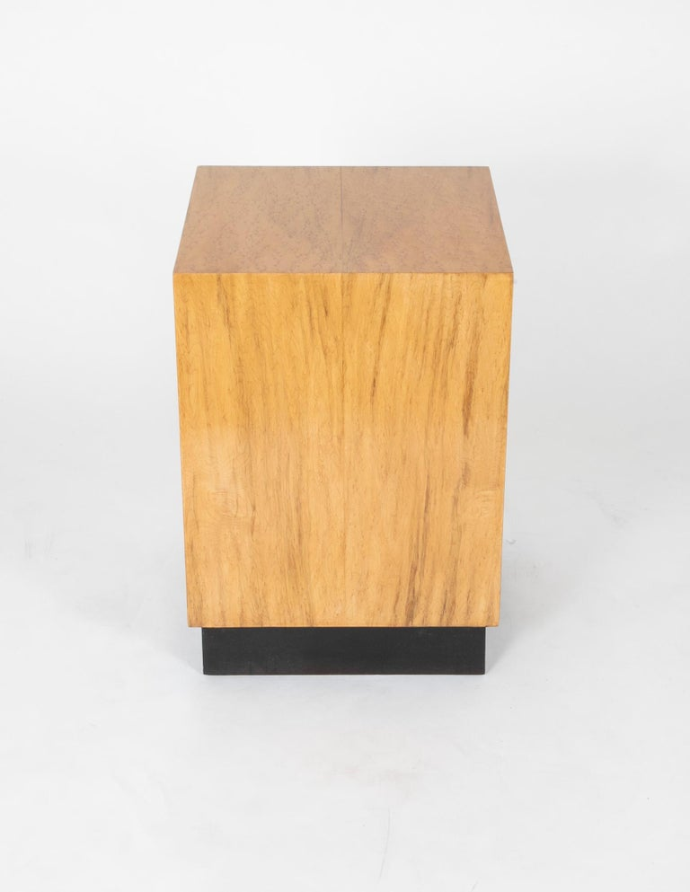 Mid Century Modern Maple Veneered Cube Form End Tables In Good Condition For Sale In Stamford, CT