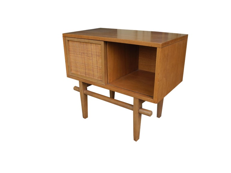 Mid-Century Modern Maple Vintage Single Nightstand with Rattan Sliding Door In Good Condition For Sale In Hudson, NY