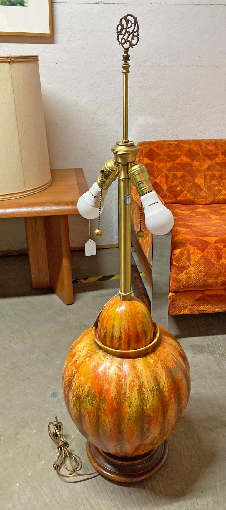 Mid-Century Modern Marbro Lamp Co. Painted Orange Ceramic Table Lamp In Good Condition For Sale In Wilmington, DE