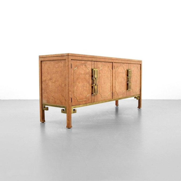 American Mid-Century Modern Mastercraft Burl and Brass Credenza/Sideboard For Sale