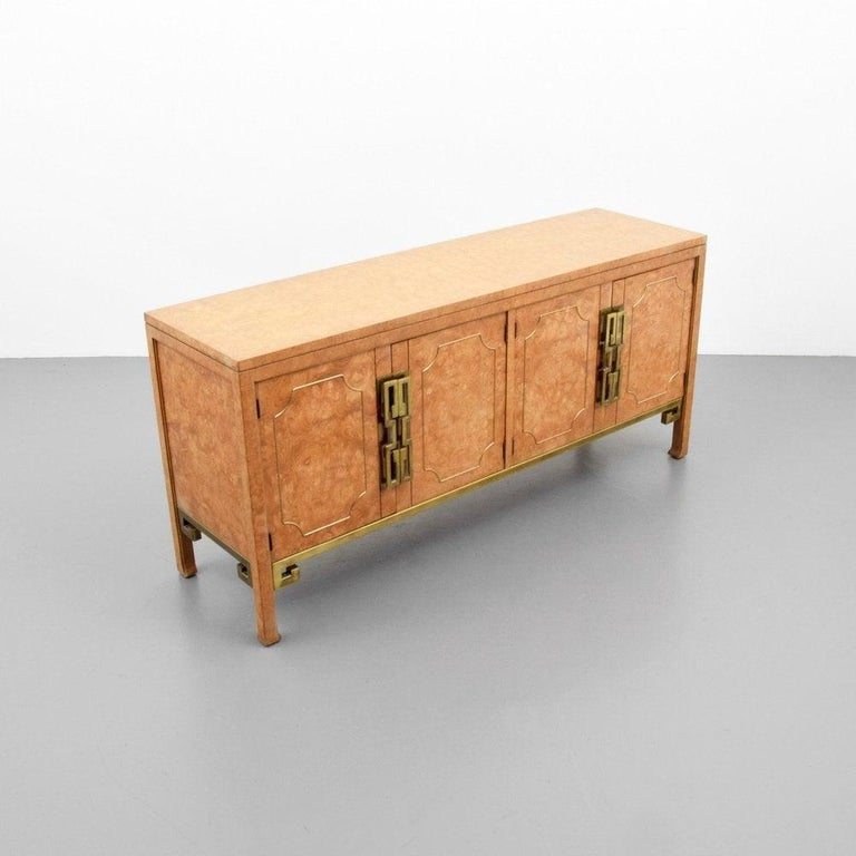 Mid-Century Modern Mastercraft Burl and Brass Credenza/Sideboard In Good Condition For Sale In Dallas, TX