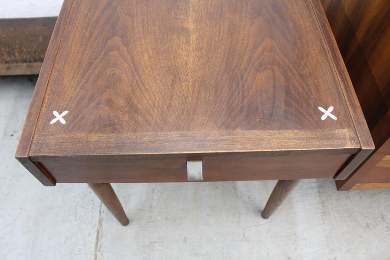 Mid-Century Modern Merton Gershun American of Martinsville Walnut End Table For Sale 6