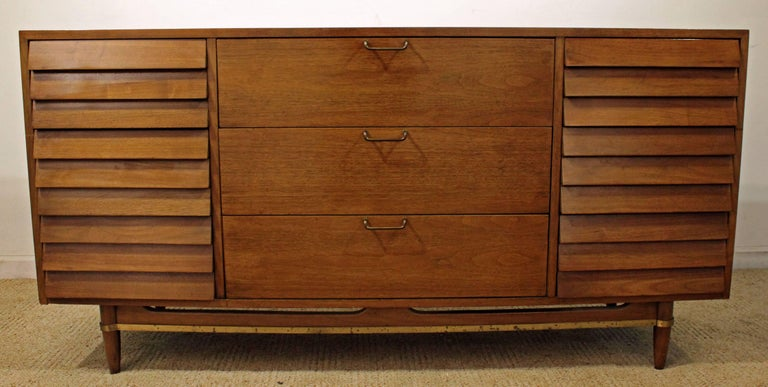 Mid-Century Modern Merton Gershun for American of Martinsville Walnut Credenza In Good Condition For Sale In Wilmington, DE