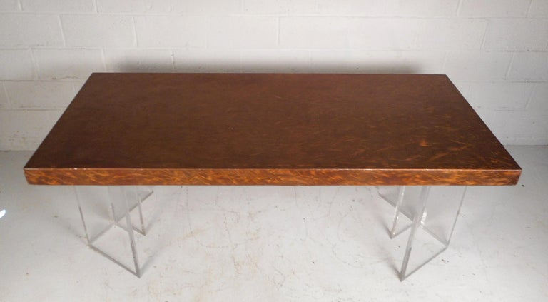 Mid-Century Modern Metal and Lucite Dining Table In Good Condition For Sale In Brooklyn, NY