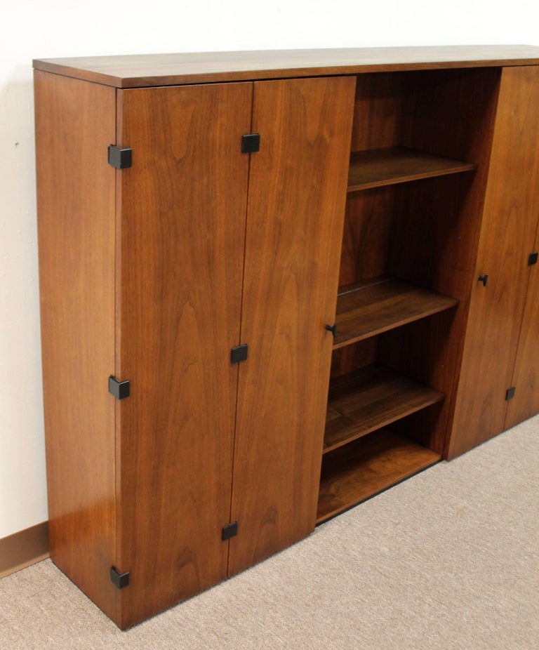 Mid-Century Modern Milo Baughman for Dillingham Walnut Credenza and Hutch, 1960s For Sale 5