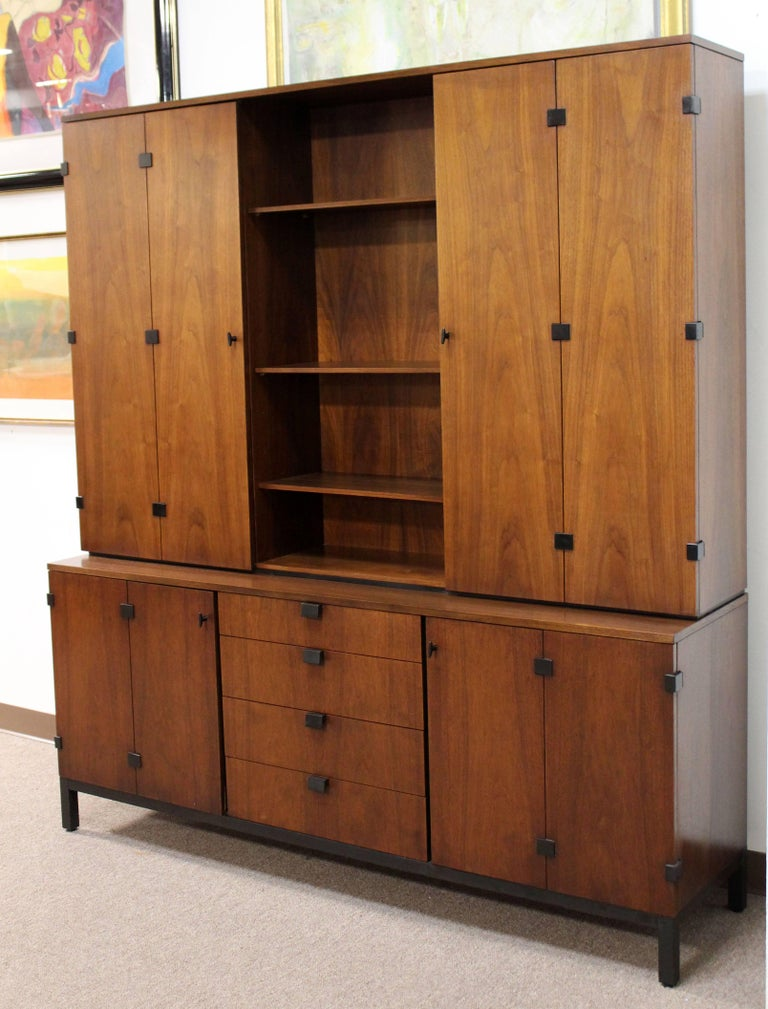 American Mid-Century Modern Milo Baughman for Dillingham Walnut Credenza and Hutch, 1960s For Sale