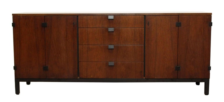 Mid-Century Modern Milo Baughman for Dillingham Walnut Credenza and Hutch, 1960s In Good Condition For Sale In Keego Harbor, MI