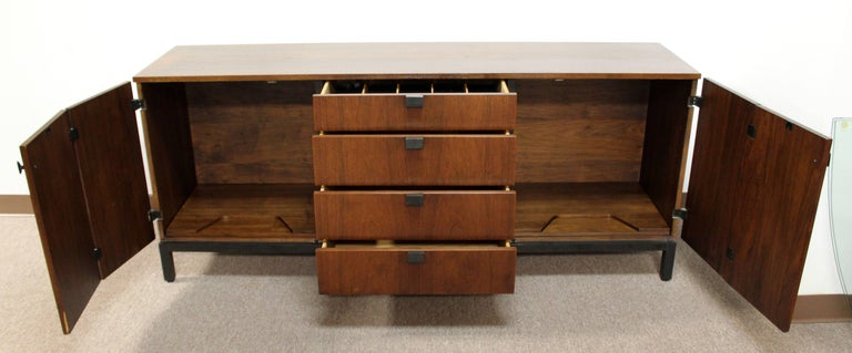 Mid-Century Modern Milo Baughman for Dillingham Walnut Credenza and Hutch, 1960s For Sale 1