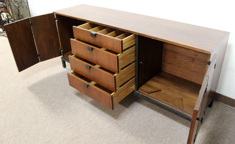 Mid-Century Modern Milo Baughman for Dillingham Walnut Credenza and Hutch, 1960s For Sale 2