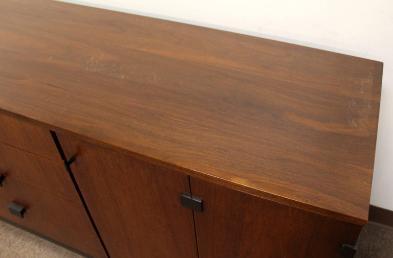 Mid-Century Modern Milo Baughman for Dillingham Walnut Credenza and Hutch, 1960s For Sale 3