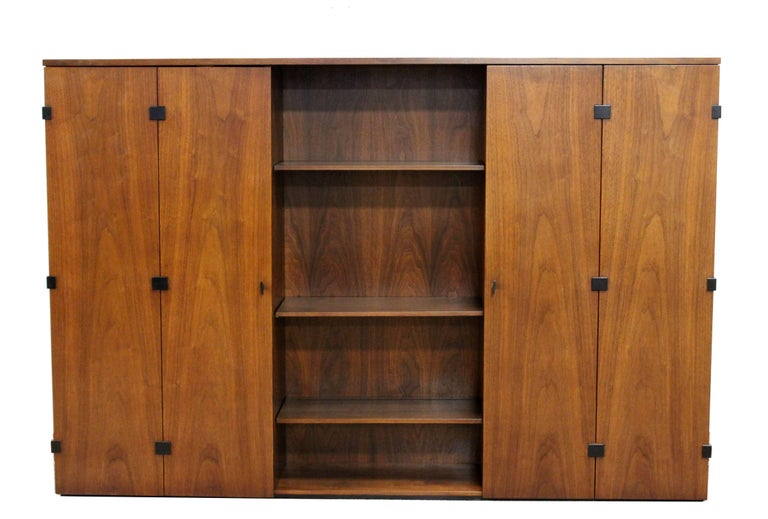 Mid-Century Modern Milo Baughman for Dillingham Walnut Credenza and Hutch, 1960s For Sale 4