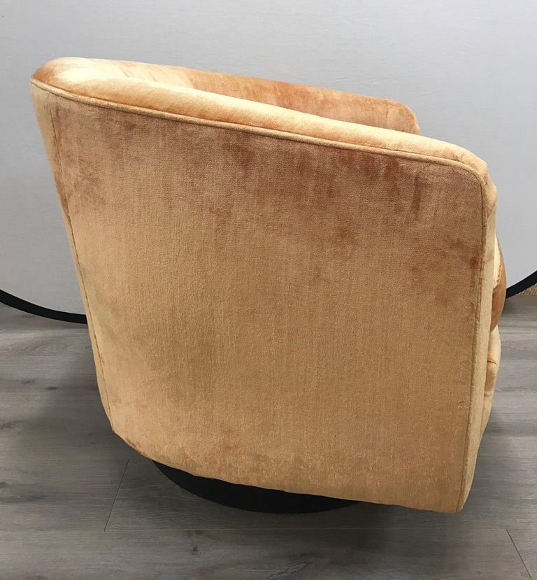 American Mid-Century Modern Milo Baughman Peach Velvet Swivel Barrel Back Chairs For Sale