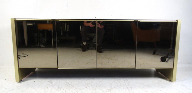 Mid-Century Modern Mirrored Credenza In Good Condition For Sale In Brooklyn, NY
